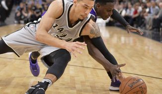 San Antonio Spurs guard Danny Green (14) chases the ball against Sacramento Kings guard Darren Collison during the first half of an NBA basketball game, Sunday, March 19, 2017, in San Antonio. (AP Photo/Darren Abate)