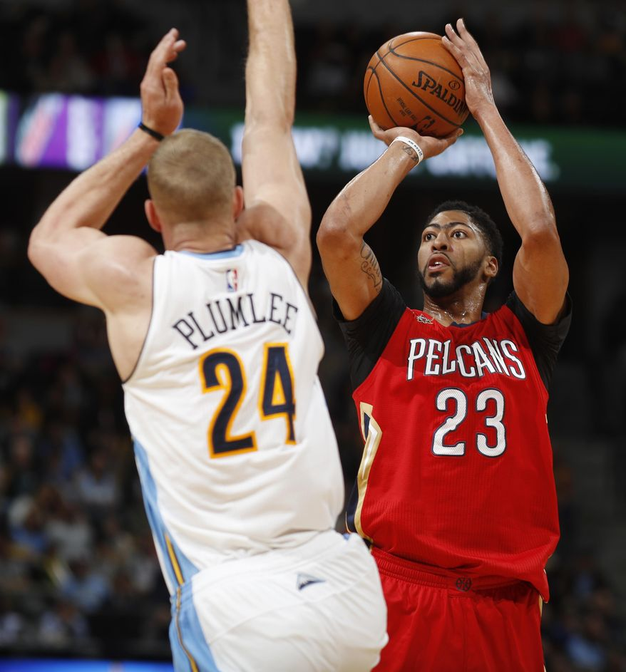 New Orleans Pelicans Forward Anthony Davis, Right, Throws