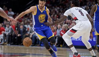 Golden State Warriors guard Stephen Curry, left, dribbles around his back past Portland Trail Blazers forward Al-Farouq Aminu during the first half of Game 4 of an NBA basketball first-round playoff series, Monday, April 24, 2017, in Portland, Ore. (AP Photo/Craig Mitchelldyer)