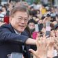 LED IN: South Korean presidential candidate Moon Jae-in of the Democratic Party is greeted by his supporters during an election campaign in Goyang, South Korea, Thursday, May 4, 2017. (AP Photo/Lee Jin-man) (Associated Press)