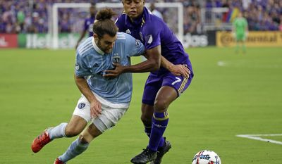 Orlando City's Cristian Higuita (7) tries to get position on Sporting Kansas City's Graham Zusi, left, during the first half of an MLS soccer match, Saturday, May 13, 2017, in Orlando, Fla. (AP Photo/John Raoux)