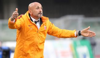 Roma head coach Luciano Spalletti gestures during the Italian Serie A soccer match between Chievo and Roma at the Bentegodi stadium in Verona, Italy, Saturday, May 20, 2017. (Simone Venezia/ANSA via AP)