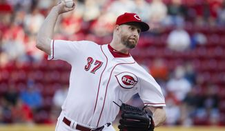 Cincinnati Reds starting pitcher Scott Feldman throws in the first inning of a baseball game against the Cleveland Indians, Monday, May 22, 2017, in Cincinnati. (AP Photo/John Minchillo)