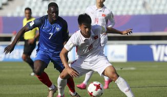 France's Jean-Kevin Augustin, left, fights for the ball against Vietnam's Van Hao Duong during their Group E soccer match in the FIFA U-20 World Cup Korea 2017 in Cheonan, South Korea, Thursday, May 25, 2017. (Choi Jae-koo/Yonhap via AP)