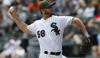Chicago White Sox starting pitcher Miguel Gonzalez throws against the Detroit Tigers in the first inning of a baseball game, Sunday, May 28, 2017, in Chicago. (AP Photo/Nam Y. Huh)