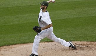 Chicago White Sox starting pitcher Miguel Gonzalez throws against the Detroit Tigers in the fourth inning of a baseball game, Sunday, May 28, 2017, in Chicago. (AP Photo/Nam Y. Huh)