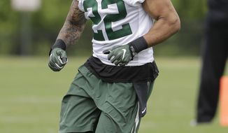 """FILE - In this Tuesday, May 23, 2017 file photo, New York Jets' Matt Forte runs a drill during the team's organized team activities at its NFL football training facility in Florham Park, N.J. Matt Forte is eager to be a bigger part of the New York Jets' offense.That means running the ball, of course, but also catching more passes out of the backfield _ something he thinks new coordinator John Morton will allow him to do. """"A guy who catches the ball,"""" Forte said after practice, Tuesday, May 30, 2017. (AP Photo/Julio Cortez, File)"""