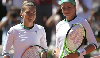 Romania's Simona Halep, left, poses with Latvia's Jelena Ostapenko before their final match of the French Open tennis tournament at the Roland Garros stadium, Saturday, June 10, 2017 in Paris. (AP Photo/David Vincent)