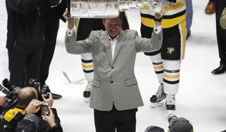 Pittsburgh Penguins Owner Mario Lemieux hoists the Stanley Cup after defeating the Nashville Predators 2-0 in Game 6 of the NHL hockey Stanley Cup Final, Sunday, June 11, 2017, in Nashville, Tenn. (AP Photo/Jeff Roberson)