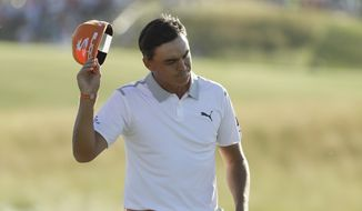 Rickie Fowler on the 18th hole during the fourth round of the U.S. Open golf tournament Sunday, June 18, 2017, at Erin Hills in Erin, Wis. (AP Photo/David J. Phillip)