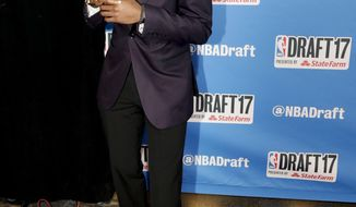 Kentucky's De'Aaron Fox poses for photos while walking the red carpet before the start of the NBA basketball draft, Thursday, June 22, 2017, in New York. (AP Photo/Frank Franklin II)
