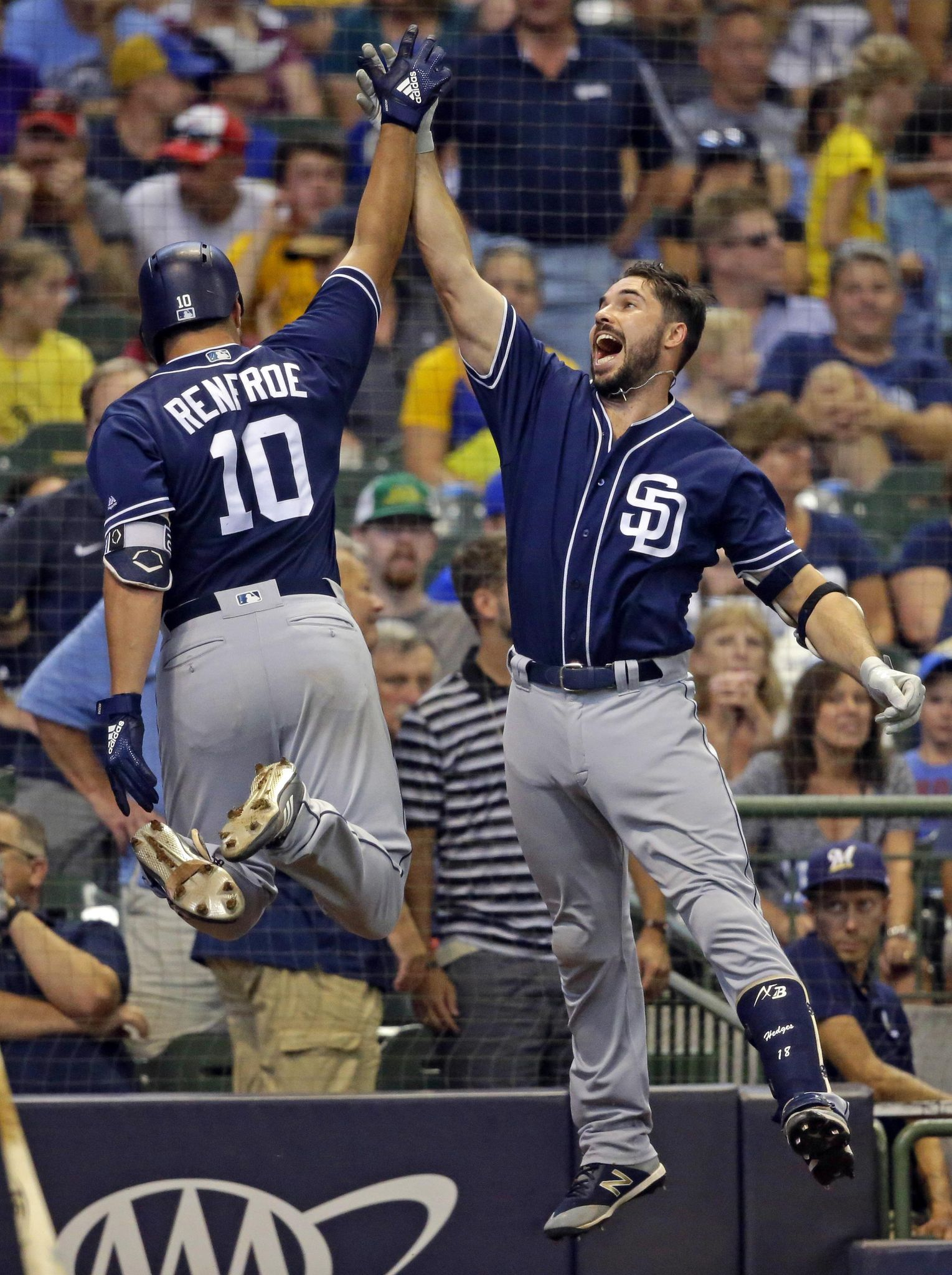 Hunter Renfroe homers in 4th straight game as Padres win