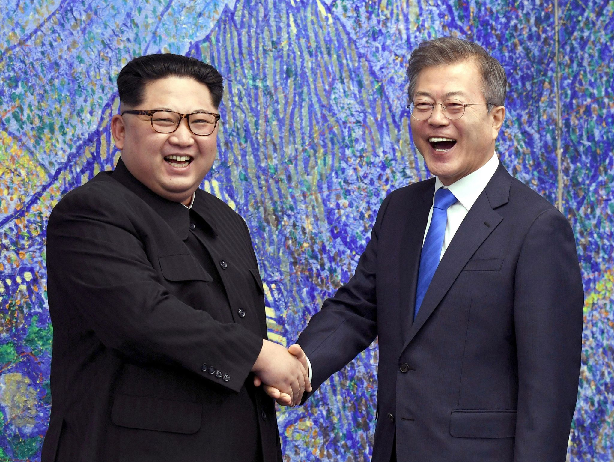 Donald Trump, South Korea's Moon Jae-in talk North Korea denuclearization