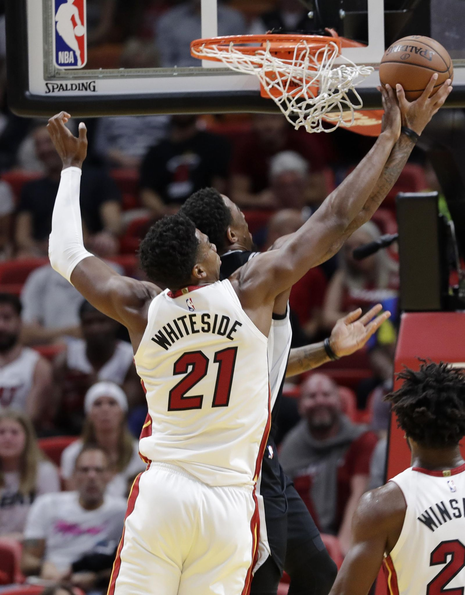 Whiteside dominates, Heat top Spurs 95-88