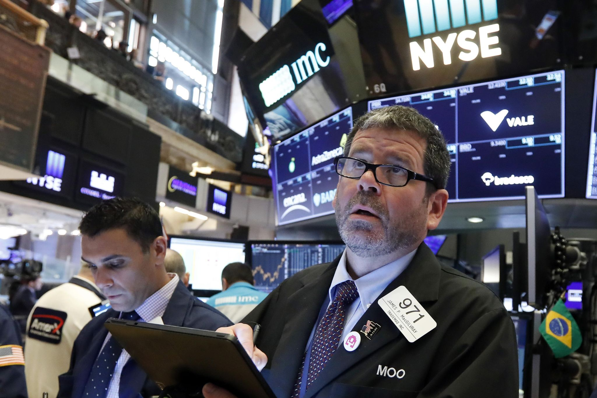 US stocks climb after US suspends tariffs on Mexican goods