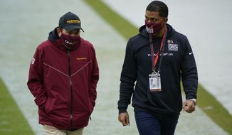 华盛顿足球队 owner Dan Snyder, left, and team president Jason Wright, right, walk off the field before the start of the first half of an NFL football game against Dallas Cowboys, Sunday, Oct. 25, 2020, in Landover, Md. (AP Photo/Susan Walsh) ** FILE **
