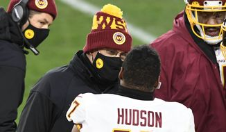 华盛顿足球队 head coach Ron 里维拉 talks with linebacker Khaleke Hudson (47) during the first half of an NFL football game against the Pittsburgh Steelers in Pittsburgh, Monday, Dec. 7, 2020. (AP Photo/Barry Reeger)  **FILE**