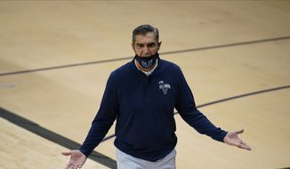 维拉诺娃's Jay Wright coaches during an NCAA college basketball game against Butler, Wednesday, Dec. 16, 2020, in 维拉诺娃, Pa. (AP Photo/Matt Slocum)