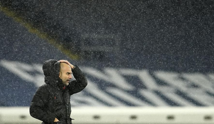 曼彻斯特城's head coach Pep Guardiola stands on the touchline during the English Premier League soccer match between 曼彻斯特城 and Newcastle United at the Etihad stadium in Manchester, Saturday, Dec. 26, 2020. (AP Photo/Dave Thompson, Pool)