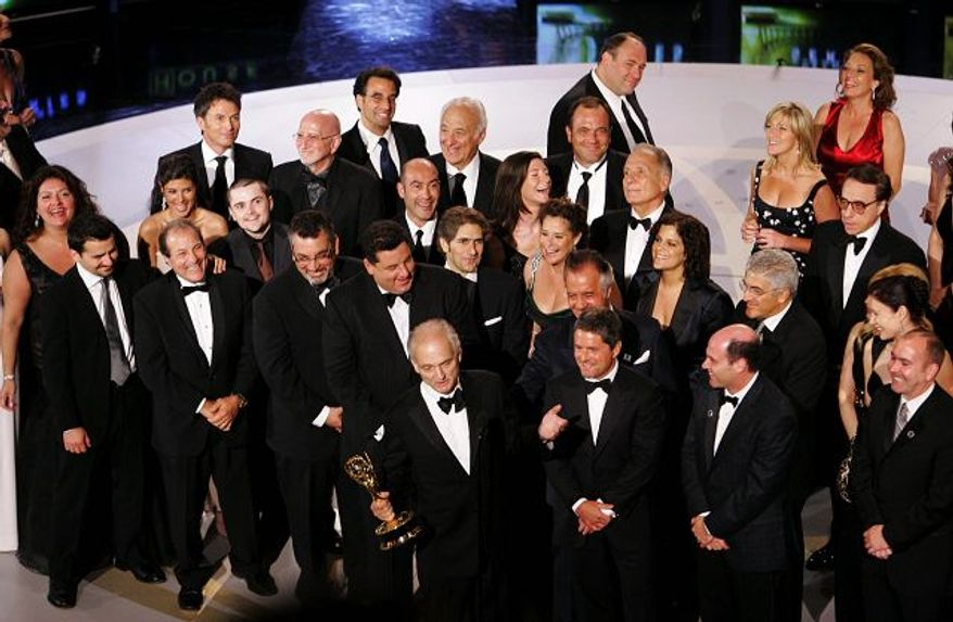 """** FILE ** In this 2007 file photo, """"Sopranos"""" producer David Chase, holding the award for best drama series, was surrounded by the cast and crew of the mob drama at the 59th Primetime Emmy Awards in Los Angeles. (Associated Press)"""