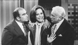 Mary Tyler Moore portrayed an assistant producer at a TV station with actors Ed Asner (left) and the late Ted Knight on her popular self-named 1970s show. ** FILE **