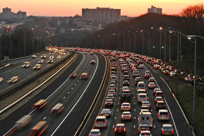 ** FILE ** This Dec. 14, 2006, file photo shows Washington traffic at rush hour on Interstate 395 near Seminary Road in Alexandria, Va. (AP Photo/Jacquelyn Martin, File)