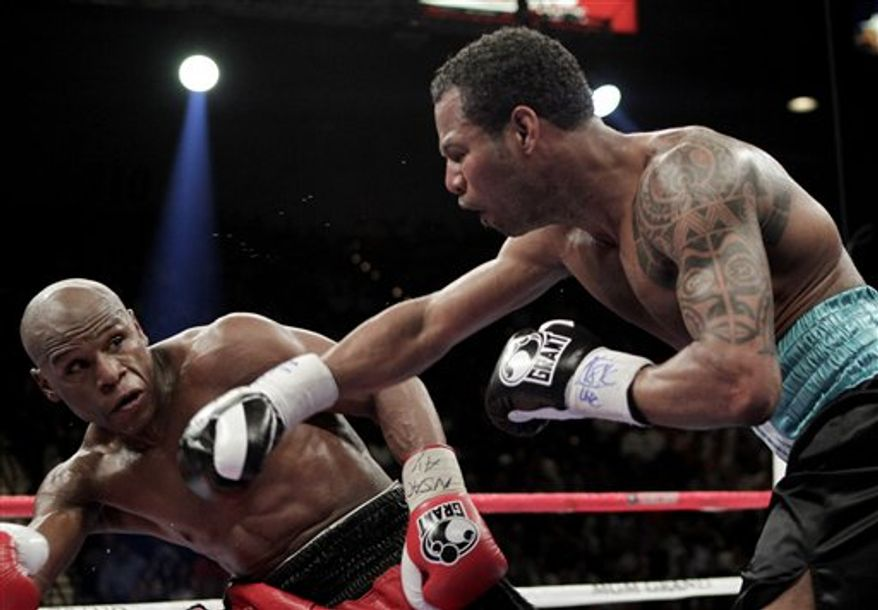 Floyd Mayweather Jr., left, eludes a punch by Shane Mosley during their WBA welterweight boxing match on May 1, 2010, in Las Vegas. (Associated Press)