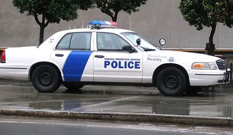 A police car with the livery of the United States Federal Protective Service. Seen parked on the sidewalk outside a federal building in San Francisco, California. (Credit: Wikimedia Commons)