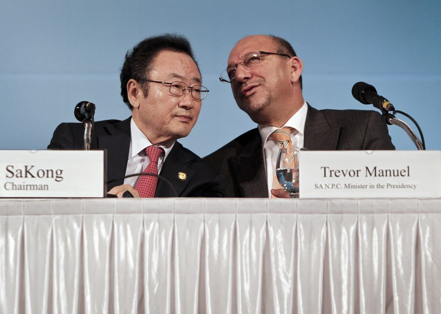 Presidential Committee for the G-20 Summit Chairman Il SaKong, left, chats with South Africa's Minister in the Presidency in charge of the National Planning Commission Trevor Manuel during an opening press conference at the G-20 Finance and Central Bank Governors Meeting in Busan, South Korea, Friday, June 4, 2010.  Leaders of G-20 nations will meet in Toronto, Canada June 25-27, 2010. (AP Photo/Andy Wong)