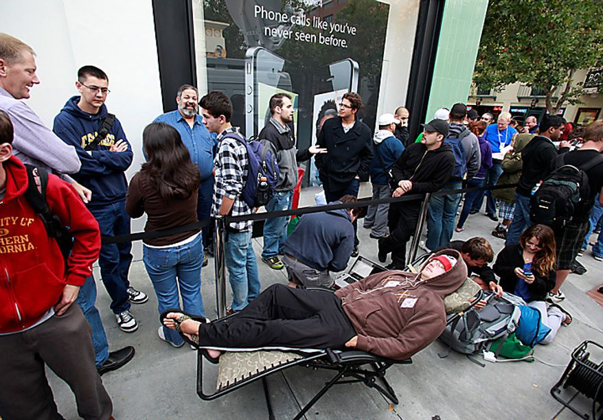 Apple customer Dan Jackson, of Sunnyvale, Calif., lays on a chair as he waits in line top purchase the new Apple iPhone 4 on the first day of sale, Thursday, June 24, 2010, at an Apple Store in Palo Alto, Calif. (AP Photo/Paul Sakuma)