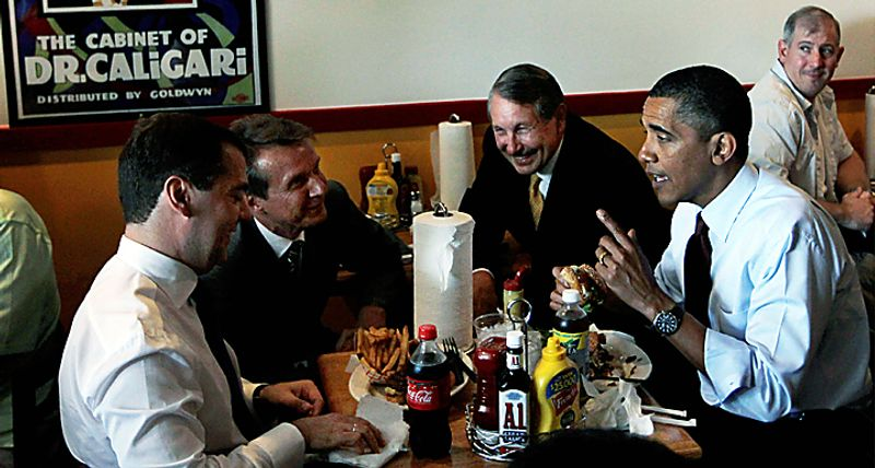 President Barack Obama and Russia's President Dmitry Medvedev eat burgers during an unscheduled visit to Ray's Hell Burger in Arlington, Va., Thursday, June 24, 2010. (AP Photo/Charles Dharapak)