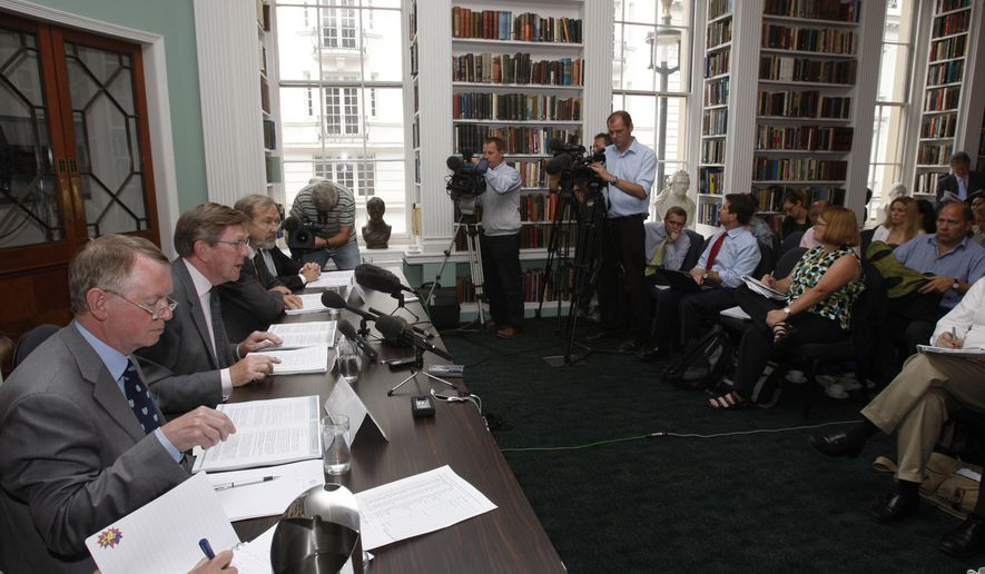 Chairman of the review group, Sir Muir Russell, second left, talks to the media on their findings at the Royal Institution in London, Tuesday July 7, 2010, during the release of their report into the University of East Anglia e-mails on climate change. (AP Photo/Sang Tan)