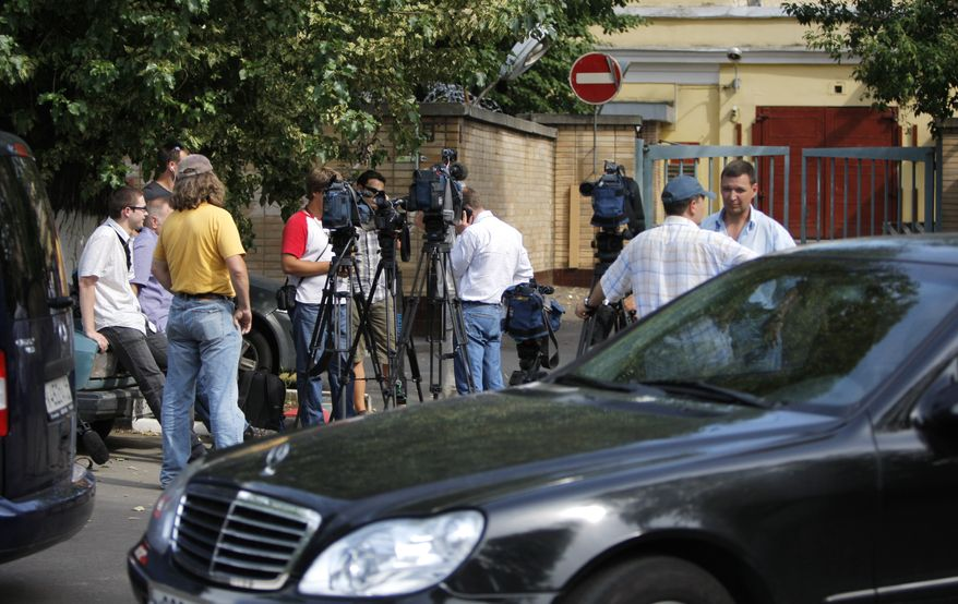 Journalists crowd near the entrance to Moscow's Lefortovo prison, where Igor Sutyagin, an arms control analyst convicted of spying for the West, was earlier reportedly transferred, Thursday, July 8, 2010. A lawyer for Sutyagin says he reportedly has been flown to Vienna, Austria, in what appeared to be the first step of a Russia-U.S. spy swap.(AP Photo/Alexander Zemlianichenko)