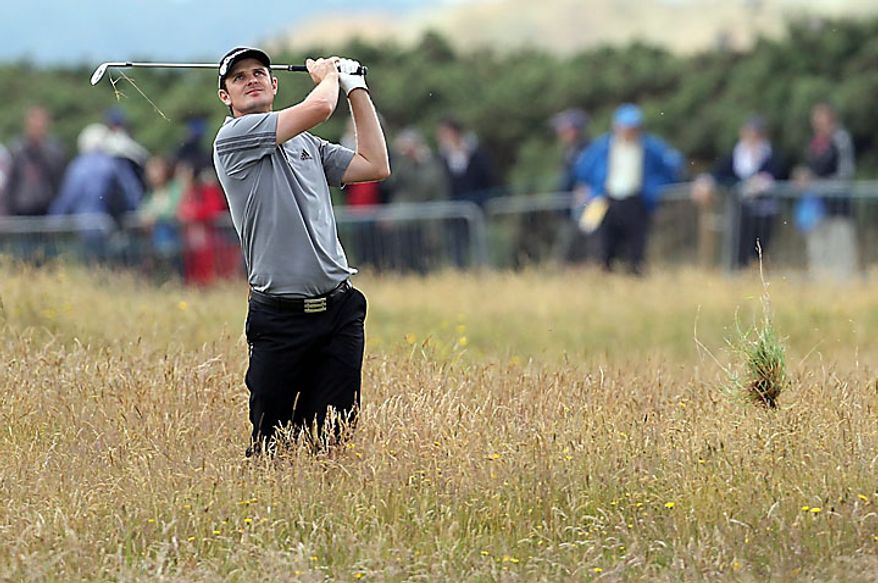 England's Justin Rose watches his shot out of the rough on the 17th hole during the first round of the British Open Golf Championship on the Old Course at St. Andrews, Scotland, Thursday, July 15, 2010. (AP Photo/Alastair Grant)