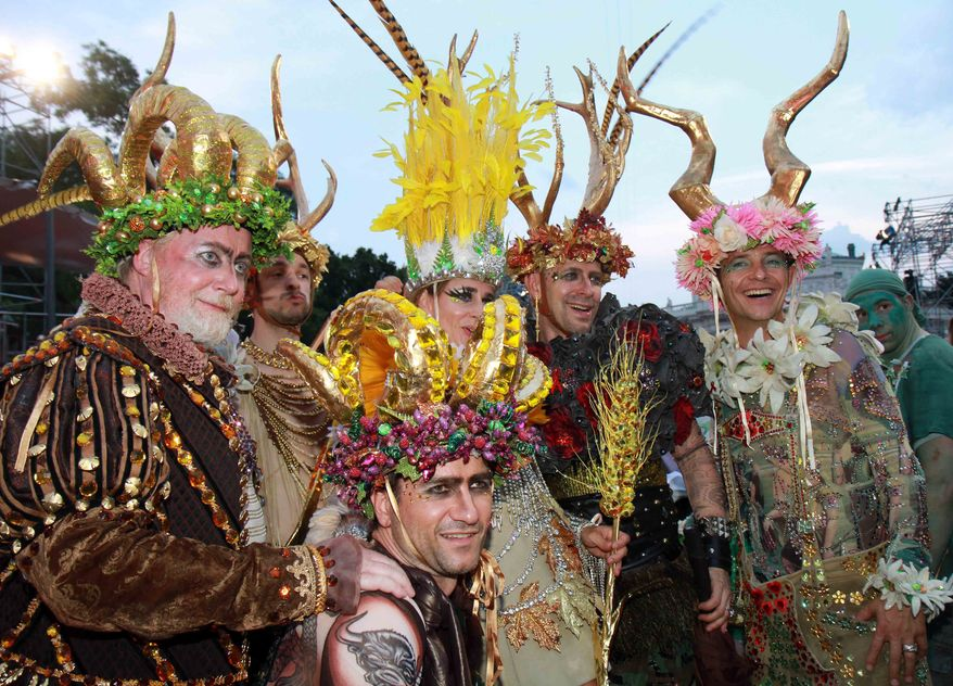 Guests in extravagant costumes arrives for the opening ceremony of the 18th Life Ball in front of Vienna's city hall, Austria, on Saturday, July 17, 2010. Life Ball is a charity gala, which organizers hope will raise more than 1 million euros (US$ 1.28 million) for people living with HIV and AIDS. (AP Photo/Ronald Zak)