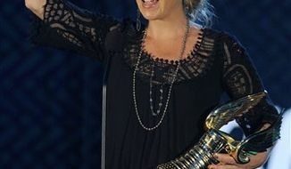 """Actress Christina Applegate accepts the """"Do Something Kick Ass for Survival"""" award at the 2010 VH1 Do Something Awards in Los Angeles, Monday, July 19, 2010. (AP Photo/Chris Pizzello)"""