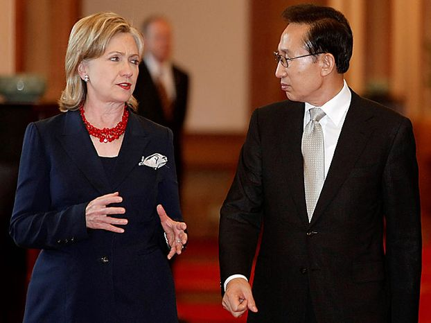 South Korean President Lee Myung-bak, right, talks with Secretary of State Hillary Rodham Clinton as they walk to attend a dinner at the presidential house in Seoul, South Korea, Wednesday, July 21, 2010. (AP Photo/Ahn Young-joon, Pool)