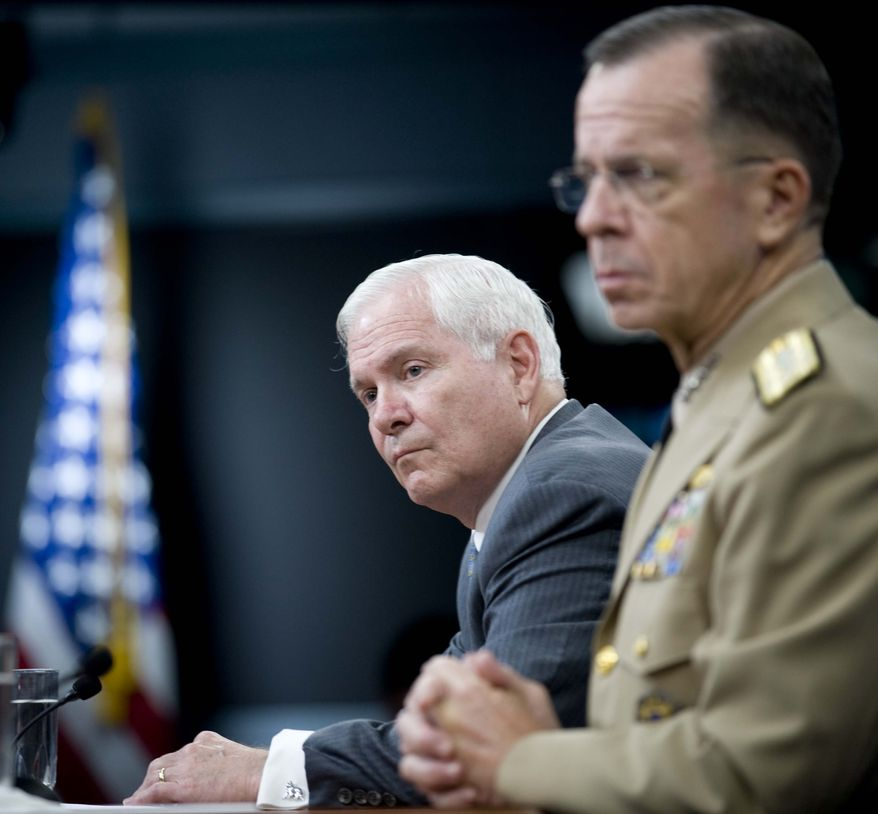 Defense Secretary Robert Gates, left, accompanied by Joint Chiefs Chairman Adm. Mike Mullen hold a press briefing, Thursday, July 29, 2010, at the Pentagon. (AP Photo/Kevin Wolf)