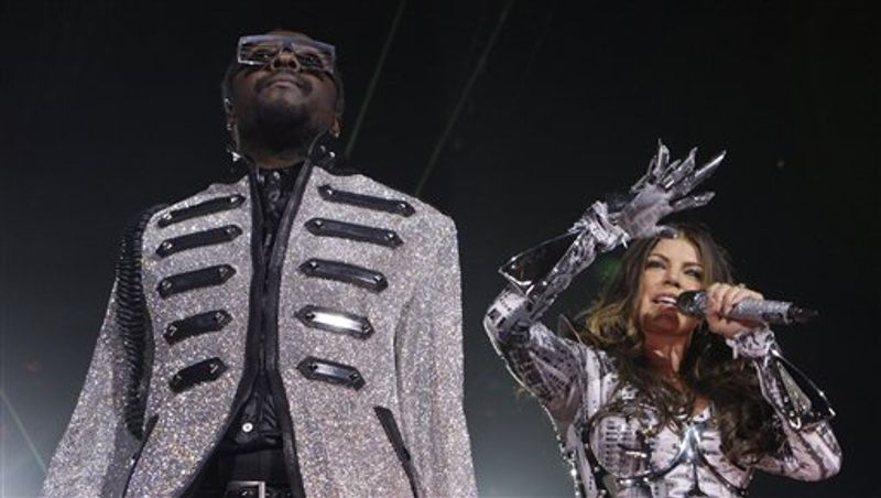 FILE - In this May 5, 2010 file photo, U.S. singer Fergie, right, and Will.i.am of the Black Eyed Peas performs at the O2 arena in east London. (AP Photo/Joel Ryan, file)