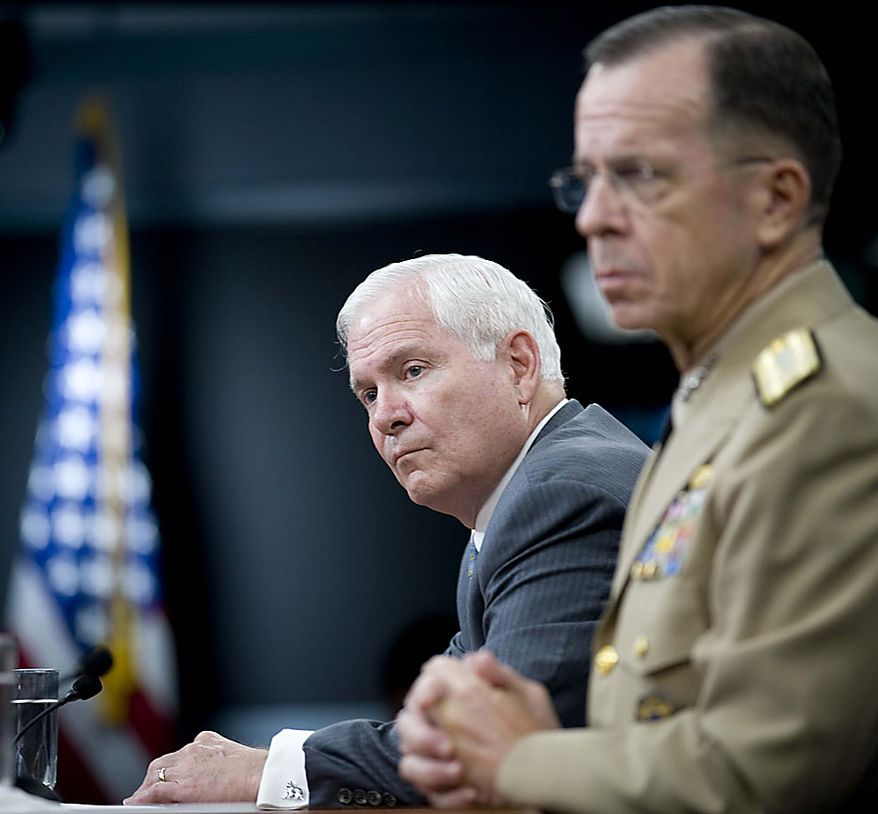 Defense Secretary Robert Gates, left, accompanied by Joint Chiefs Chairman Adm. Mike Mullen, hold a press briefing, Thursday, July 29, 2010 at the Pentagon.  (AP Photo/Kevin Wolf)