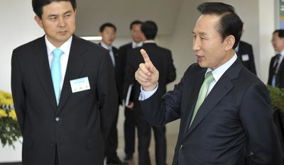 ** FILE ** South Korean President Lee Myung-bak (right) talks with Kim Tae-ho, whom Mr. Lee on Sunday named as the nation's prime minister, in Seoul in October 2008. Mr. Kim's appointment was part of a Cabinet reshuffle. (AP Photo/Yonhap)