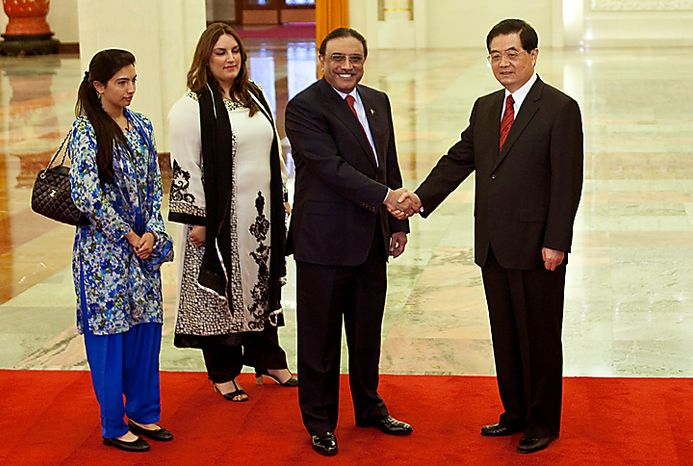 Pakistani President Asif Ali Zardari, second right, and Chinese President Hu Jintao, right, shake hands while Zardari's daughters stand beside at the Great Hall of the People in Beijing, China, Wednesday, July 7, 2010. Pakistan President Asif Ali Zardari appealed Wednesday to Chinese business leaders for help in developing his country's ailing energy sector, pointing to nuclear power as one area of growth but making no public mention of a deal with China that has alarmed the U.S. and others. (AP Photo/Alexander F. Yuan, Pool)