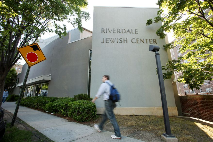 ** FILE ** The Riverdale Jewish Center in the New York borough of the Bronx is one of two synagogues that four Muslim men planned to blow up, prosecutors said. (AP Photo/David Goldman, File)