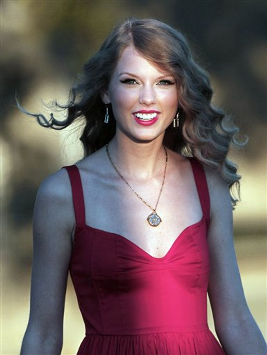 """FILE - In this Aug. 27, 2010 file photo, Taylor Swift arrives for the premiere of her new video, """"Mine,"""" in Kennebunkport, Maine. (AP Photo/Robert F. Bukaty, File)"""
