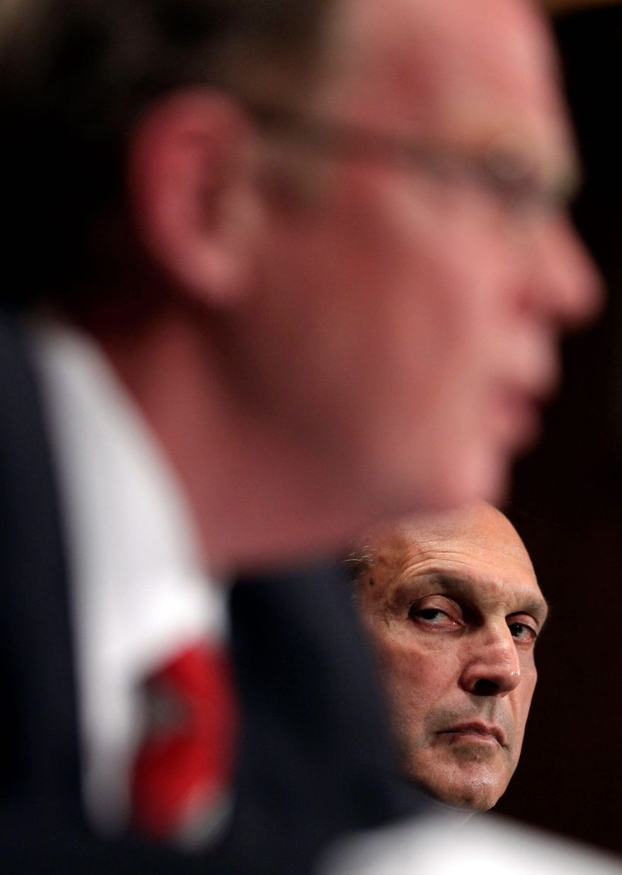 ASSOCIATED PRESS Former Lehman Brothers executive Richard Fuld Jr. (right) told the Financial Crisis Inquiry Commission that Lehman was repeatedly denied measures that could have saved the firm. Thomas Baxter (left), general counsel of the Federal Reserve Bank of New York, said regulators lacked authority to provide the aid.
