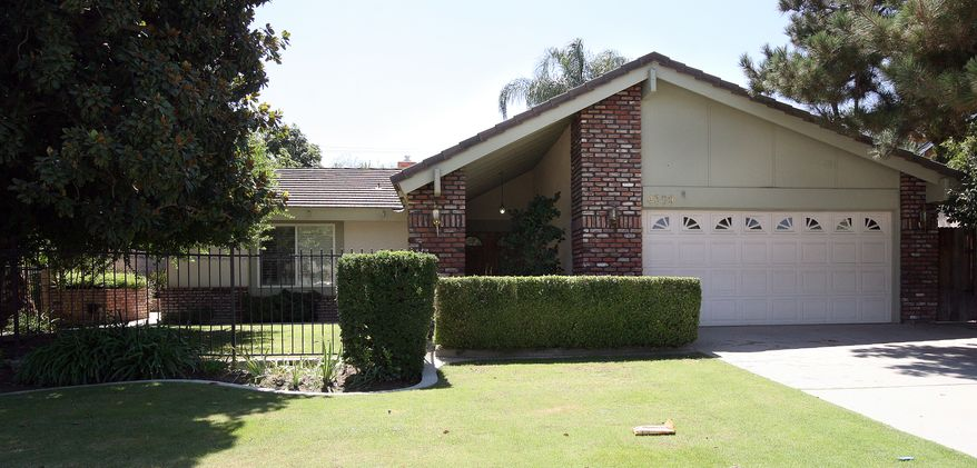 The house in Bakersfield, Calif., where emergency personnel discovered the body of a woman that had died inside the chimney on Aug. 30, 2010. (AP photo/The Bakersfield Californian, Henry A. Barrios)