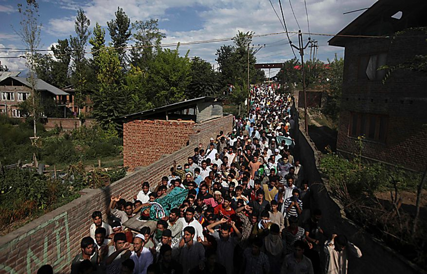 Kashmiri mourners carry the body of Nisar Ahmad Kuchay who died during a protest, during his funeral on the outskirts of Srinagar, India, Monday, Sept. 13, 2010. (AP Photo/Altaf Qadri)