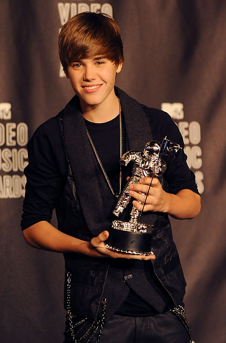 Justin Bieber appears backstage with the award for Best New Artist at the MTV Video Music Awards in Los Angeles on September 12, 2010 in Los Angeles.  UPI/Jim Ruymen