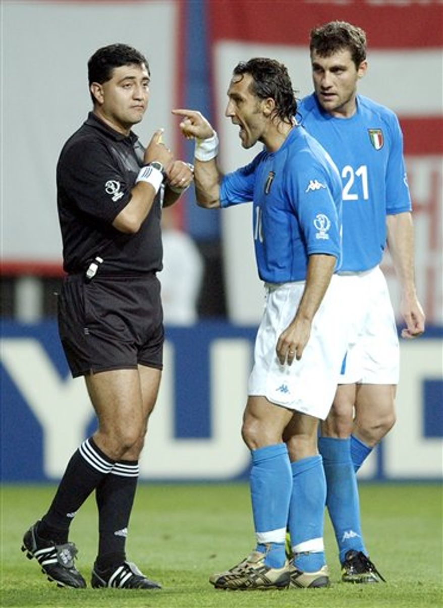 FILE - This June 18, 2002, file photo shows Italy's Angelo Di Livio argues with referee Byron Moreno, left,  after he showed a red card to Francesco Totti,  as Christian Vieri, rear right,  looks on during a game against South Korea at the 2002 World Cup in Daejeon, South Korea .  Moreno of Ecuador was caught at Kennedy airport with bags of the drug taped to his body. (AP Photo/Amy Sancetta, File)