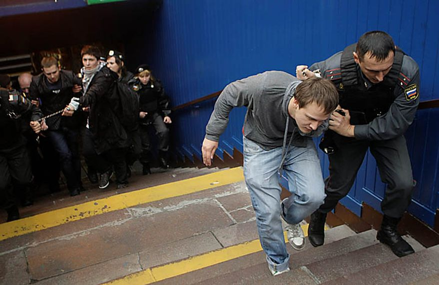 Police officers detain gay rights activists during a rally near city hall in Moscow, Tuesday, Sept. 21, 2010. Moscow police has dispersed a gay rally and detained activists protesting homophobic policies of Moscow authorities. (AP Photo/Mikhail Metzel)